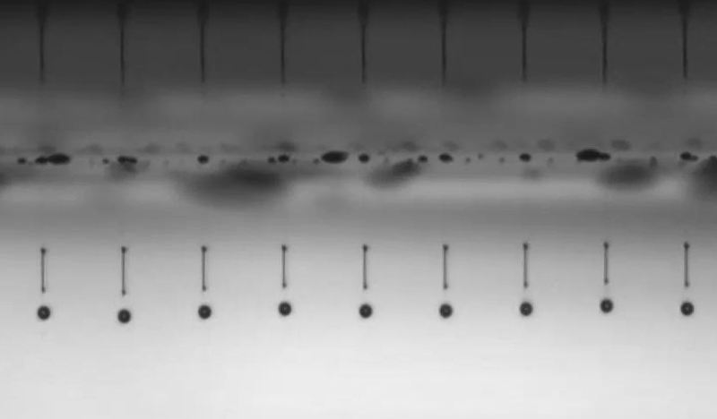 Dropwatching: image of jetted droplets with ligaments captured by the DMK 33GP031, GigE monochrome camera.